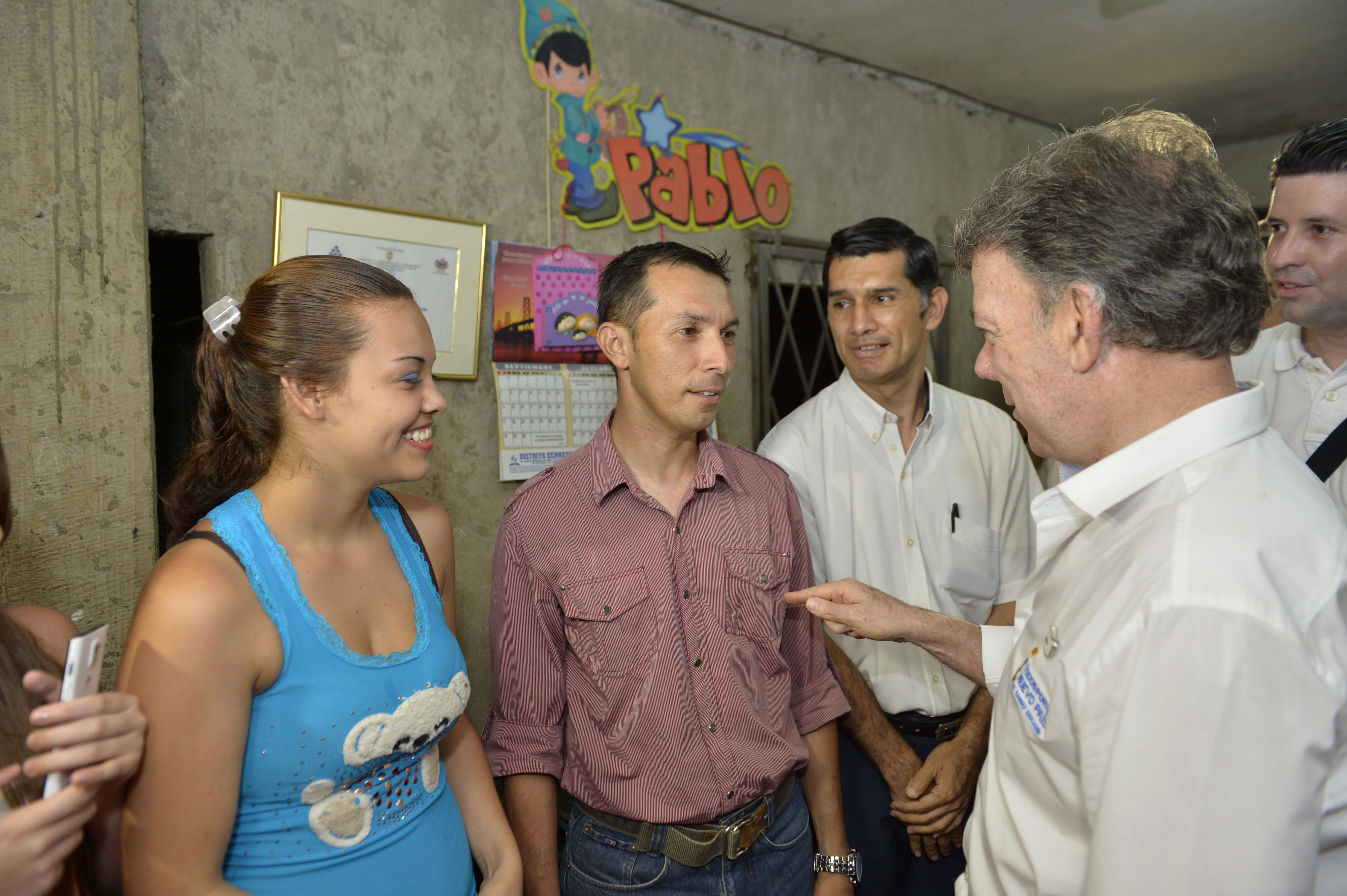 Santos anuncia nuevos planes de vivienda