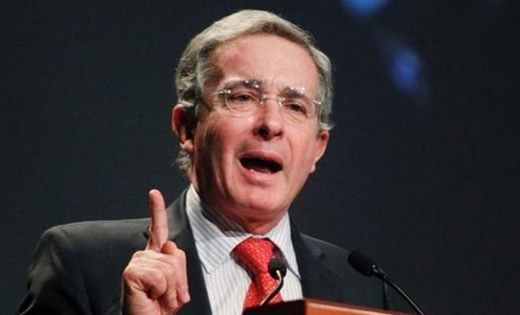 Se debe exigir a las Farc un cese unilateral del crimen, con concentración y verificación, para reanudar los diálogos: Uribe