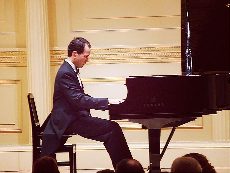 El pianista colombiano Roberto McCausland Dieppa en H.J.C.K.