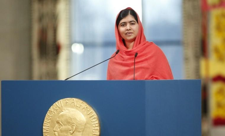 Malala rompe a llorar al ver su uniforme escolar del día del atentado