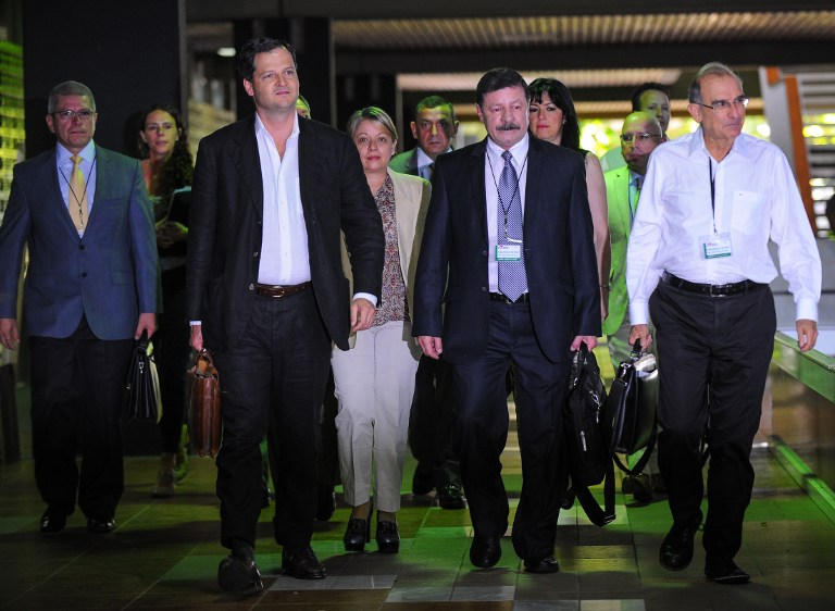 Gobierno de Colombia niega que suspender bombardeos a FARC implique una tregua