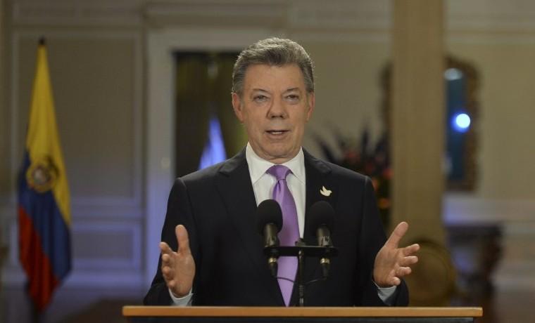 Presidente de Colombia anuncia cese temporal de bombardeos contra las FARC