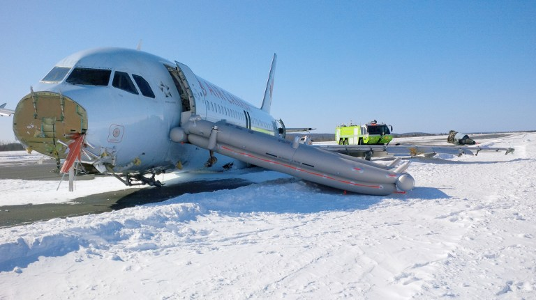 Canadá se salva de tragedia aérea por tormenta de nieve