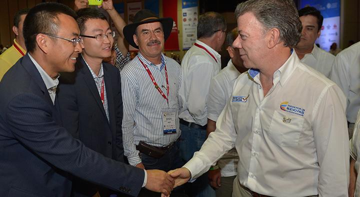 Santos pide ayuda a los alcaldes