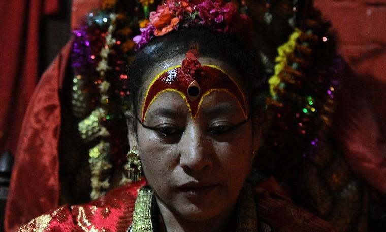 "Sismo en Nepal obliga a ""diosa viviente"" a romper décadas de reclusión"