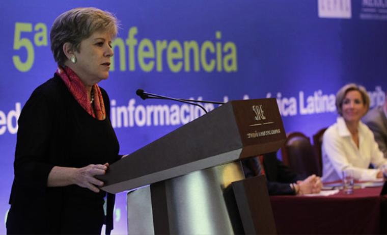 Alicia Bárcena, Secretaria Ejecutiva de la CEPAL, habla al cierre de la reunión. Foto: Adrián Orozco/SRE México. CEPAL.