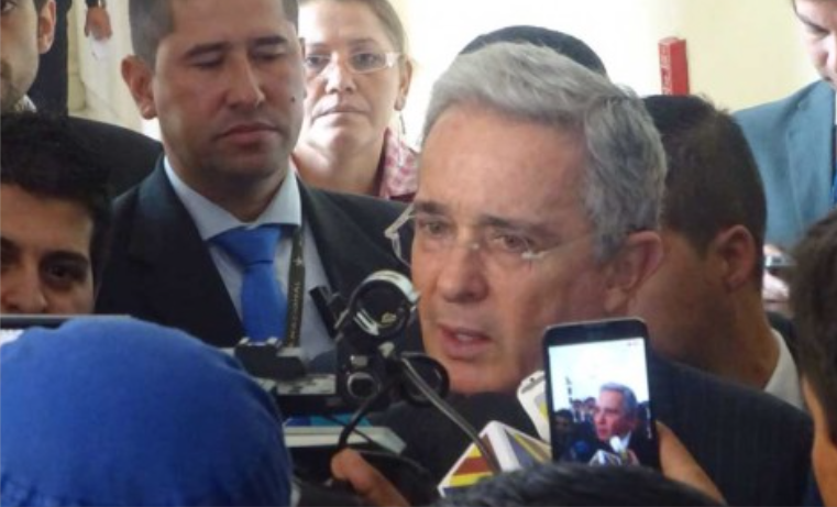 """Senador Uribe hará texto para explicar la """"resistencia civil"""" contra acuerdos de paz"""