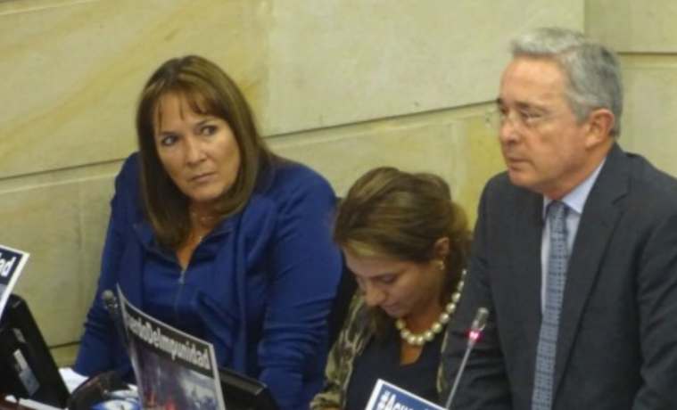 Uribe le pide al Fiscal que diga porqué lo deben llevar al tribunal internacional