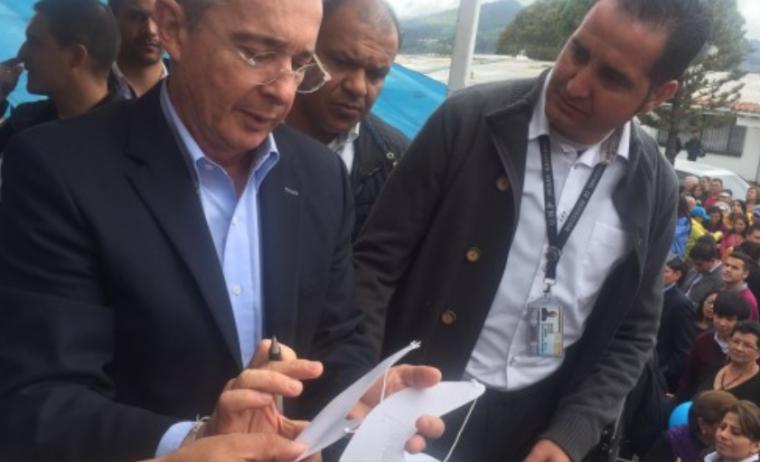 """El Fiscal ha celebrado contratos de manera directa por 215 mil millones"": expresidente Uribe"