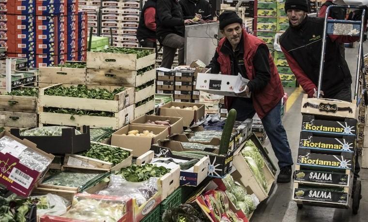 Archivo. Mercado en Lyon Corbas, diciembre 17, 2015. AFP / JEAN-PHILIPPE KSIAZEK