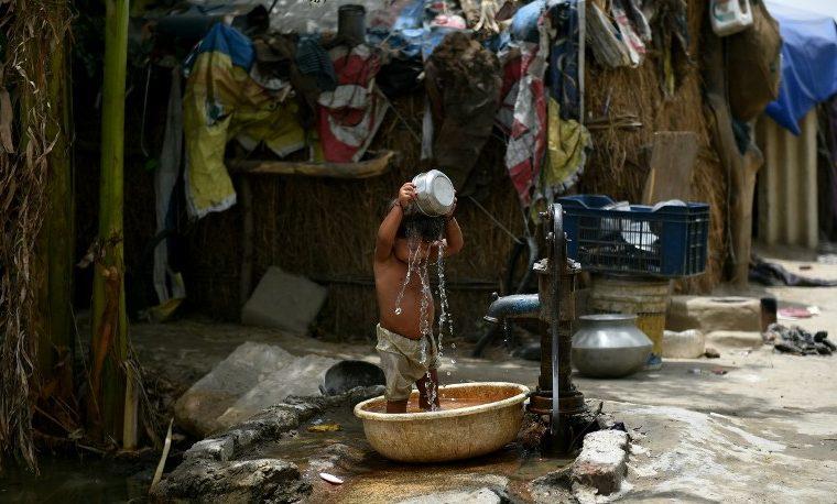 Millones de personas carecen de agua potable en el hogar
