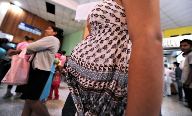 Una de cada cien mujeres infectadas de zika al principio del embarazo puede tener un bebé con microcefalia