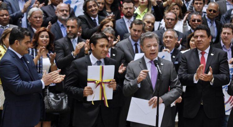 Congreso colombiano aprueba convocatoria de plebiscito de paz el 2 de octubre