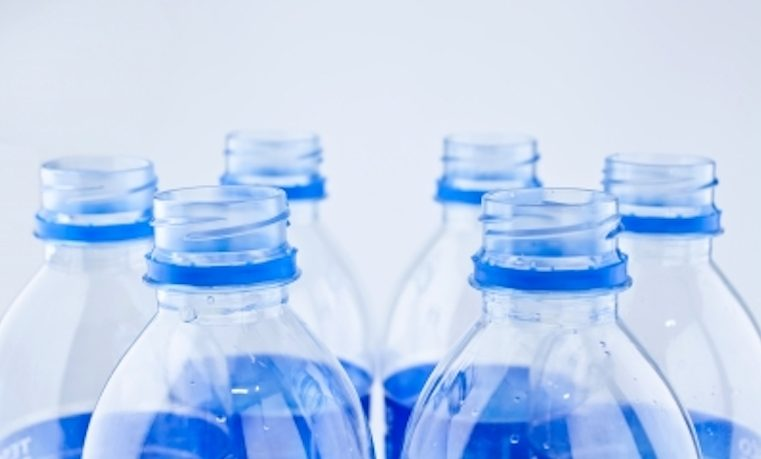 Los grandes grupos piden luchar contra el plástico en los océanos