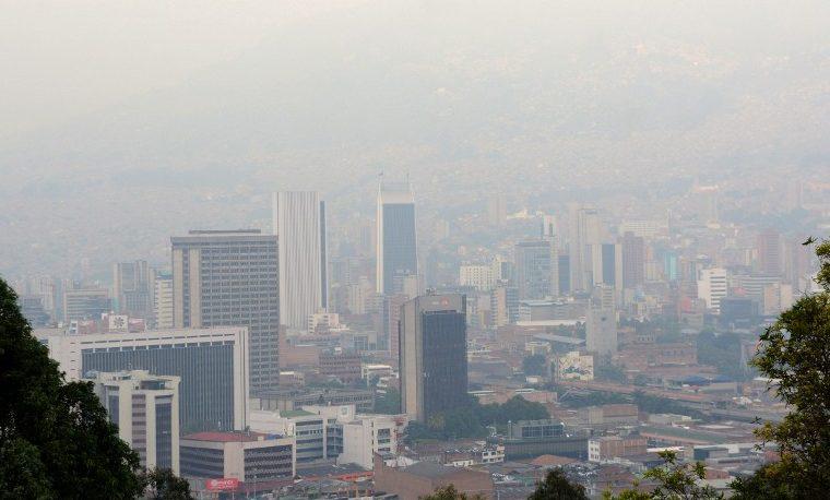 Medellín declara alerta roja por contaminación del aire