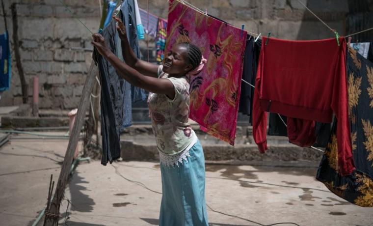 ¿Por qué hay más mujeres que hombres pobres en el mundo?