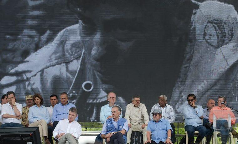Juan Manuel Santos armas Timochenko FARC