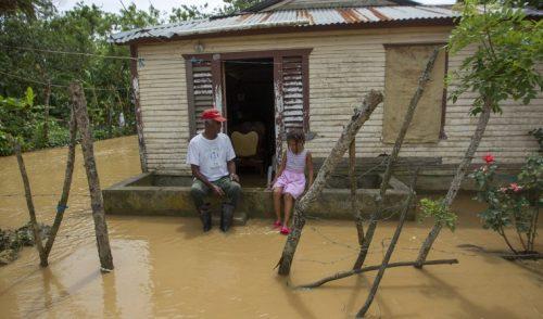 Islas devastadas por huracanes reclaman ayuda de potencias contaminantes