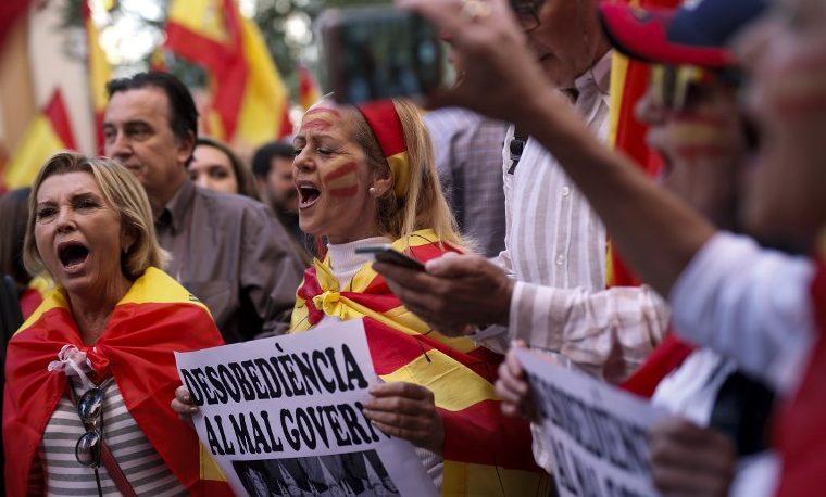 Ola de fervor patriótico español en respuesta a independentistas