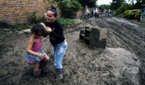 Desconsuelo y gritos de ayuda tras avalancha en Colombia