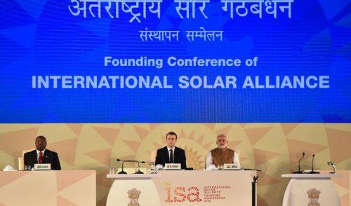 Emmanuel Macron se moviliza en India en favor de la energía solar