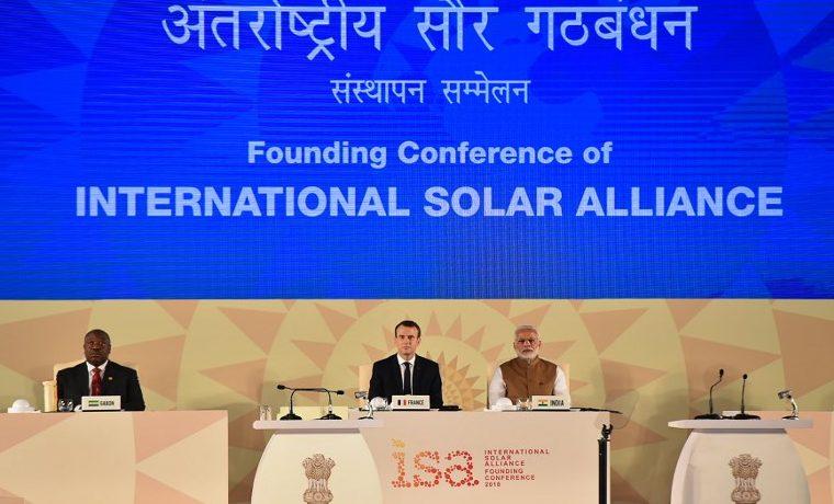 Macron energía solar India