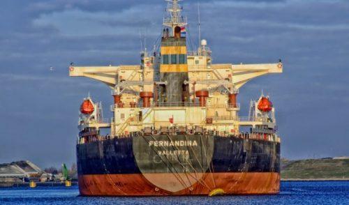 Acuerdo mundial para reducir 50% emisiones de CO2 del transporte marítimo