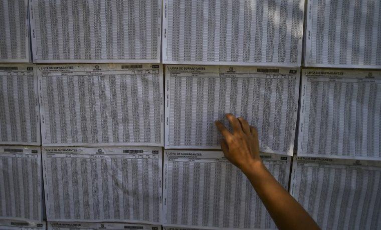 Tres mentiras virales de la campaña presidencial en Colombia