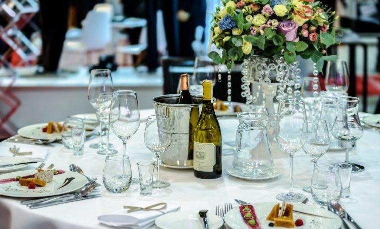 Los restos de comida de las bodas de lujo para los pobres