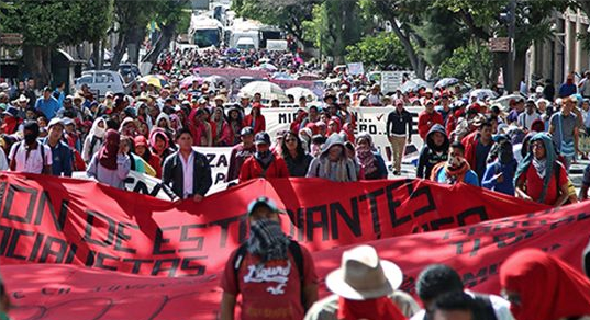 Miles de manifestantes en México