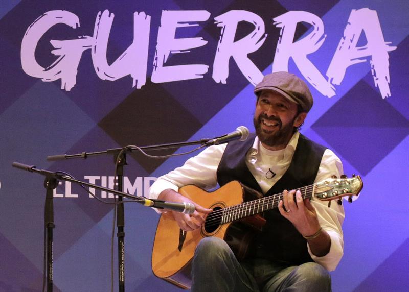 El cantante y compositor dominicano, Juan Luis Guerra, participando en la gala de inauguración de la décima versión del Hay Festival, jueves 29 de enero de 2015, en Cartagena. EFE/RICARDO MALDONADO ROZO