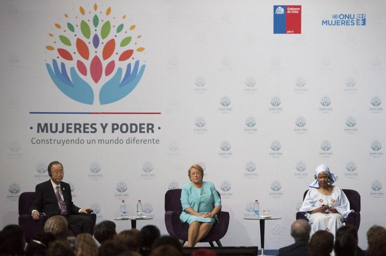 Ban Ki-Moon, Presidenta de Chile Michelle Bachelet (C) y la Directora Ejecutiva de UN Women Phumzile Milambo-Ngcuka, febrero  27 2015. AFP PHOTO/Vladimir Rodas