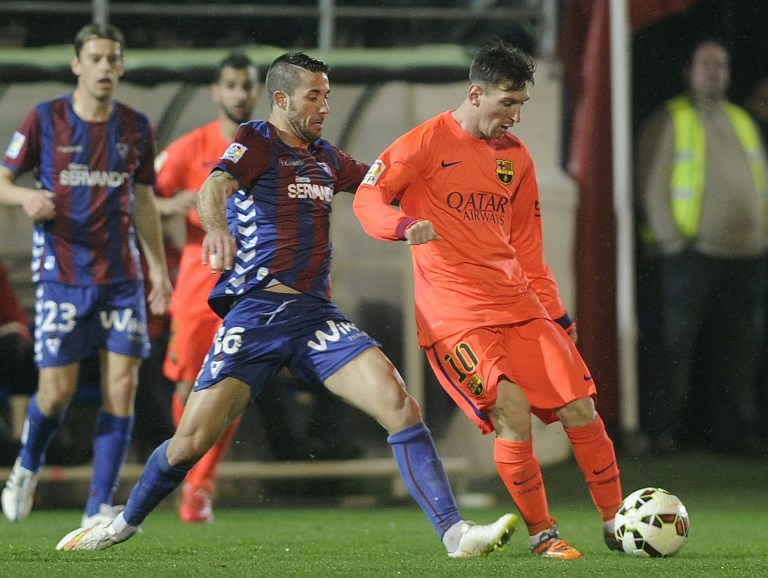 Un doblete de Messi hace más líder al Barcelona