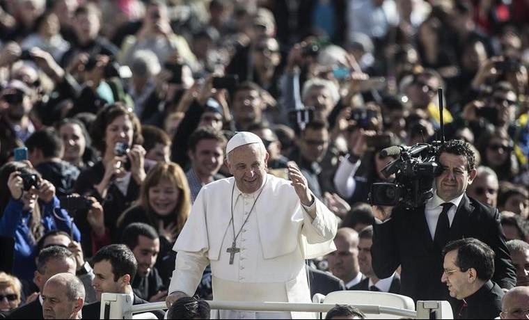 """El papa pide """"responsabilidad"""" al mundo ante la destrucción del planeta"""