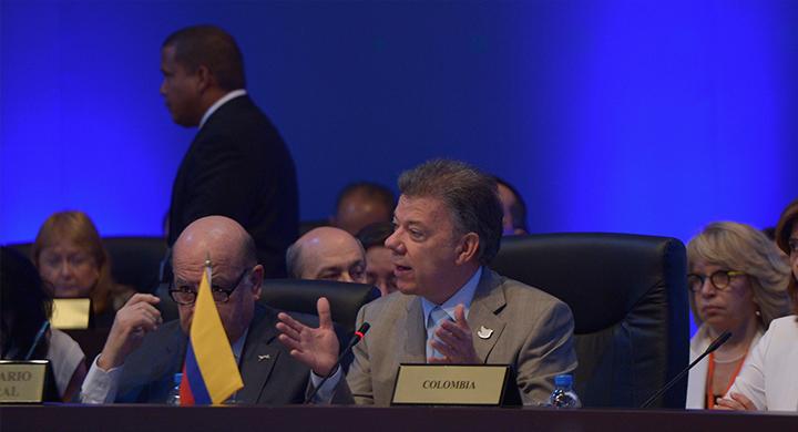 Santos en Panamá: por la Educación