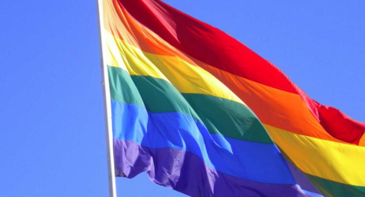 EEUU recomienda eliminar prohibición de por vida a gays varones para donar sangre