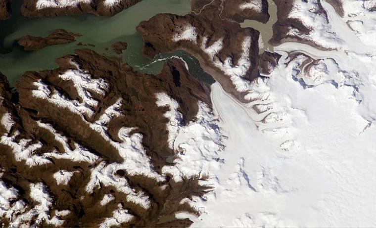 Inusual desprendimiento de glaciar en la Patagonia chilena