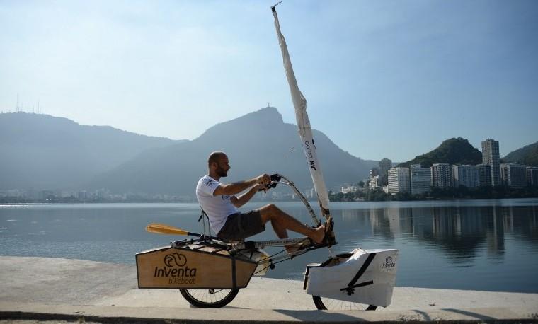 Crean en Brasil una bicicleta que rueda por tierra y en el agua