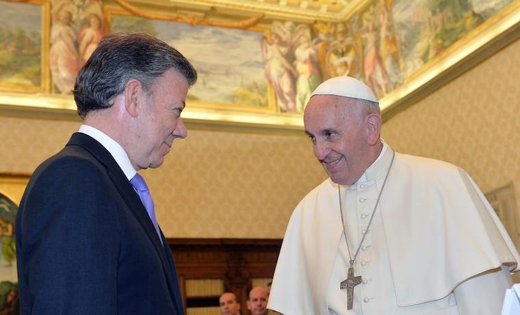 Santos replica anhelo de paz para Colombia expresado por el papa en África