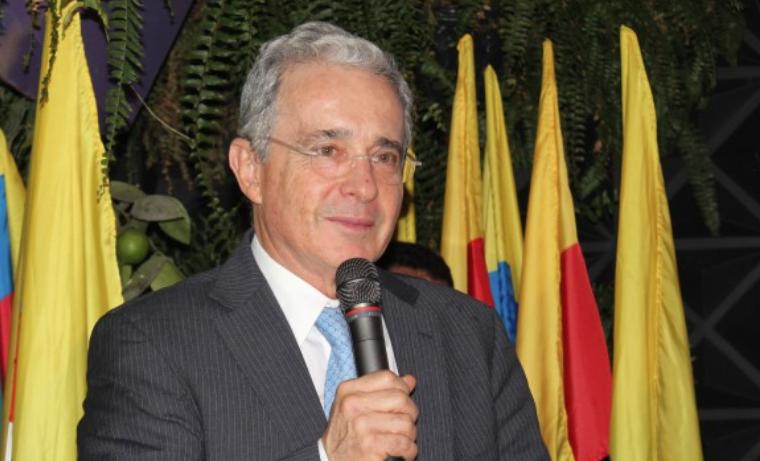 """""""Las Farc están dosificando al Gobierno Nacional"""": Uribe"""