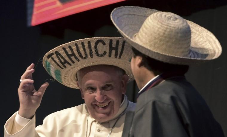 """Papa pide en Bolivia un """"cambio"""" del sistema económico mundial insostenible"""