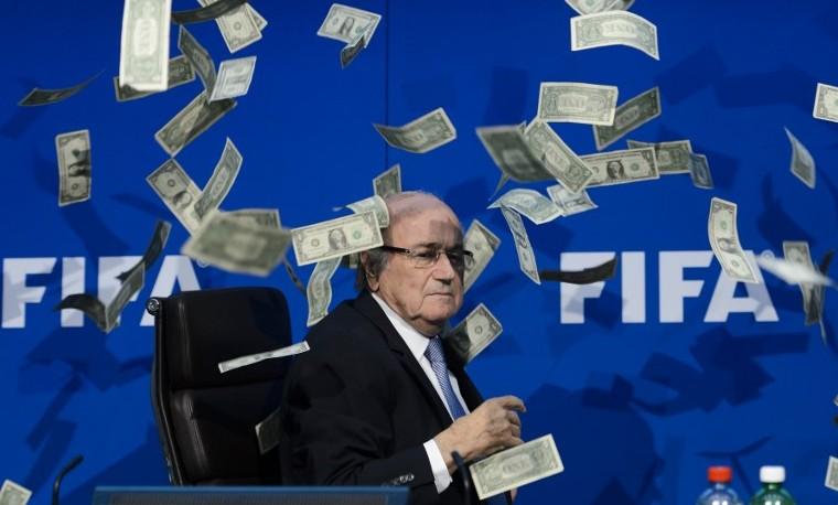 Blatter y Platini suspendidos 90 días, terremoto en la cima del fútbol