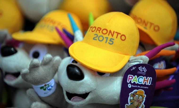 La mascota oficial de los juegos Panamericanos Toronto 2015: Pachi. AFP PHOTO/ HECTOR RETAMAL