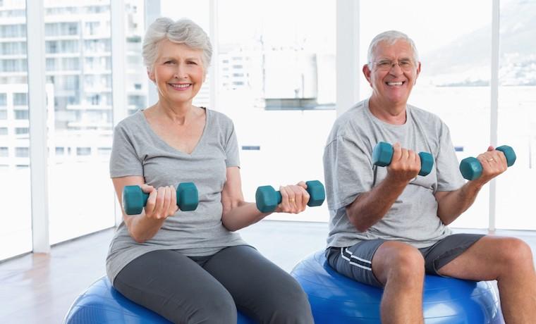 Realizar actividad física en la adultez es tan beneficioso como dejar de fumar
