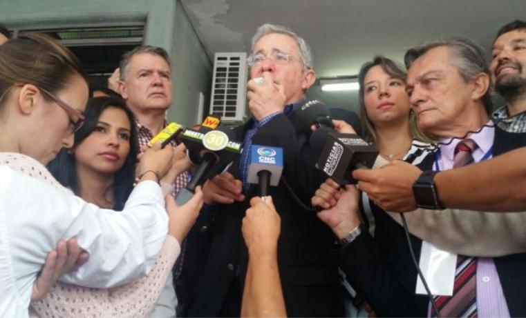 """""""Este Gobierno permite que el narcotráfico, el narcoterrorismo vuelva a campear en Colombia"""": Uribe"""