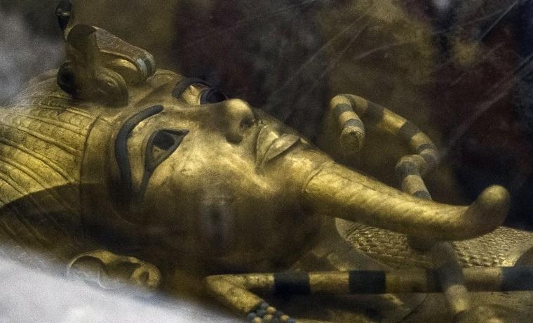 ¿Yace la reina Nefertiti junto a la tumba de Tutankamón?