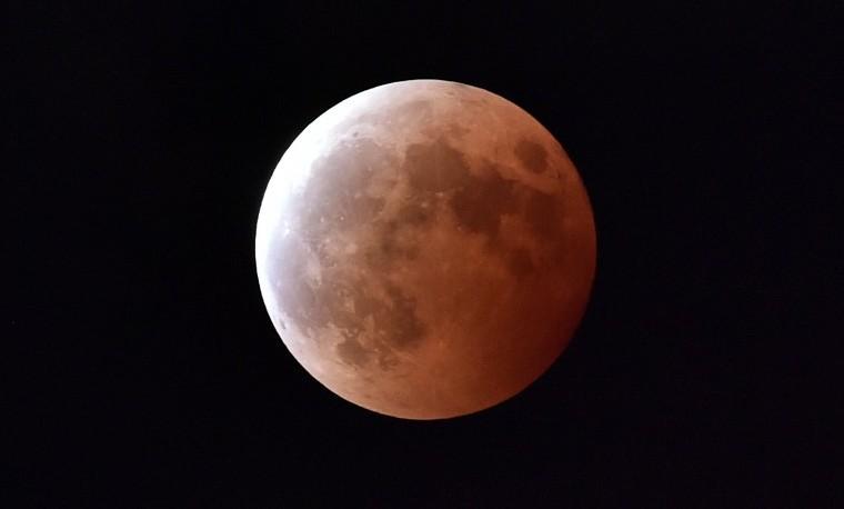 Una superluna teñirá de rojo la madrugada del lunes: Eclipse total
