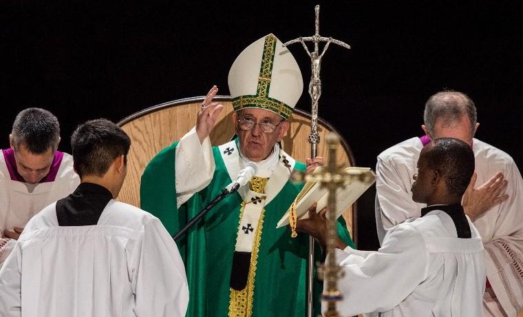 Papa lanza original videomensaje para promover diálogo entre religiones