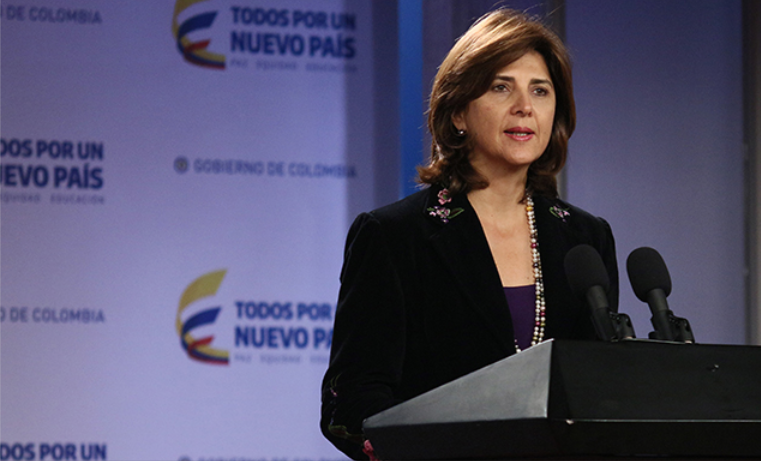 """Colombia deberá """"transformarse"""" para acuerdo de paz: Holguín"""