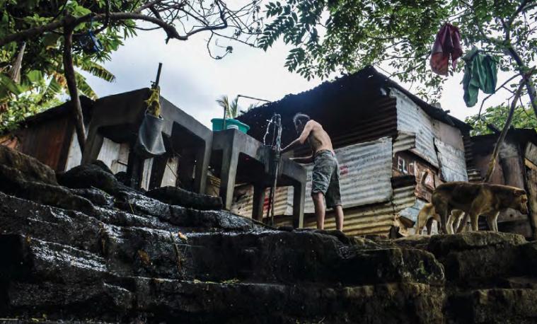 """Imagen tomada del informe """"Privilegios que niegan derechos. Desigualdad extrema y secuestro de la democracia"""". """"Acahualinca"""", Nicaragua. Foto: © Róger Antonio Ramírez Romero   OXFAM"""